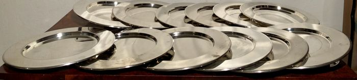 12 silver plated under plates with raised edge, late 20th century.