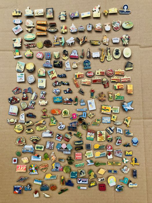 +/- 200 Old metal pins (Coca Cola, Total, French brands, Nice, Cannes,)