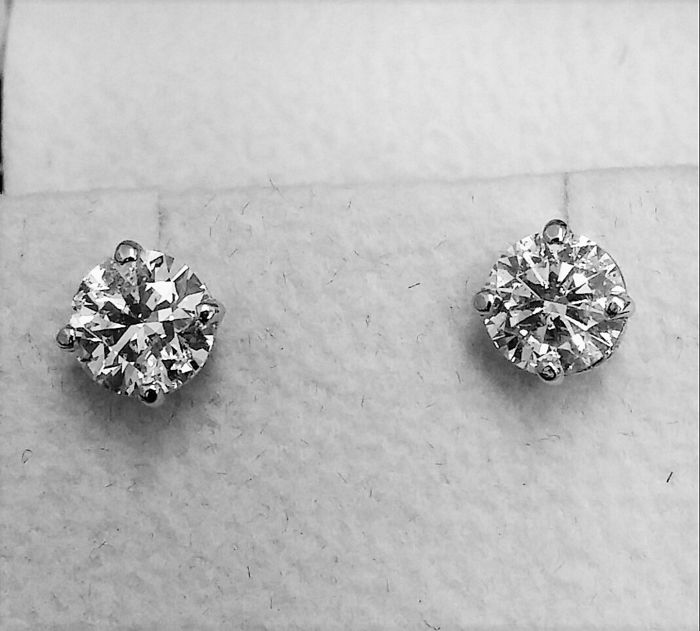 1.87 ct  E / SI1  Brilliant Round  Enhanced Diamond Stud Earrings 14 kt White Gold