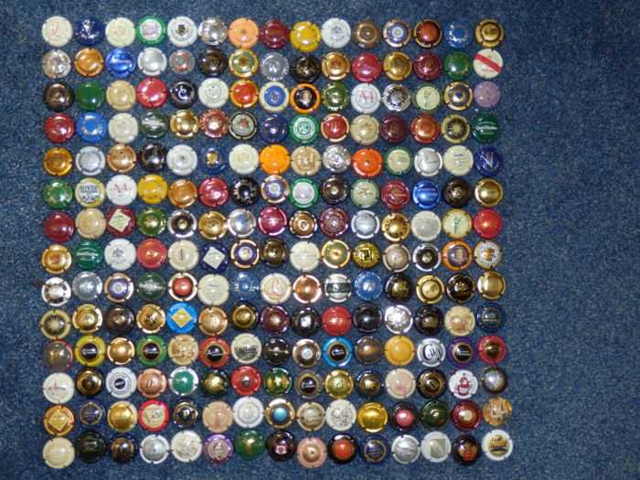 Nice collection of 210 capsules from champagne and cava bottles