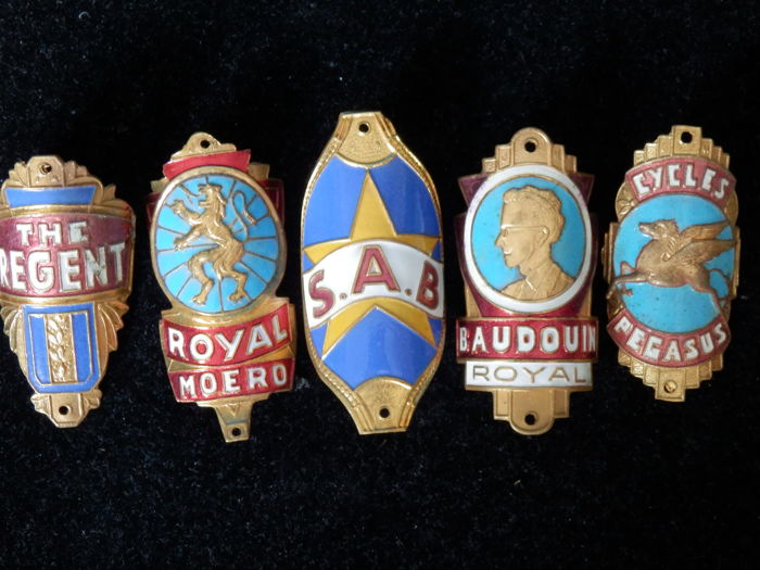 Collection of 5 Nice Enamel Bicycle Head Badges, Balhoofdplaatjes. with some Rare oa - Baudouin Cycles en andere