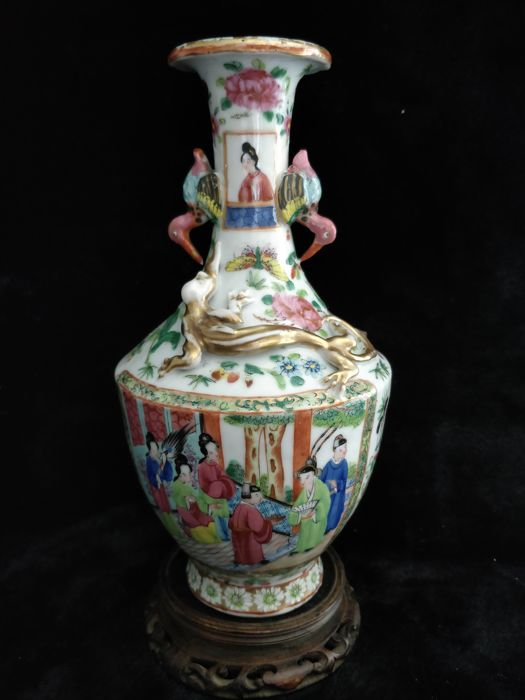 Famille Rose Canton porcelain vase, the handles are shaped like cranes - China - 19th century
