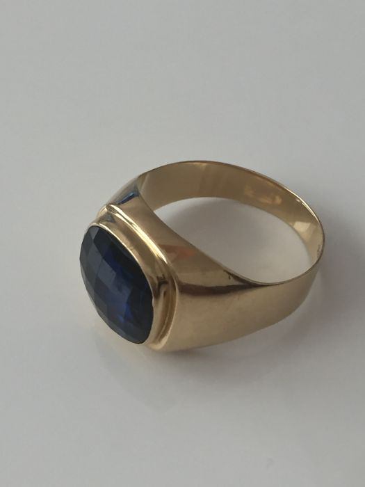 No reserv price 18K yellow gold ring 18,6 with a blue synthetic stone