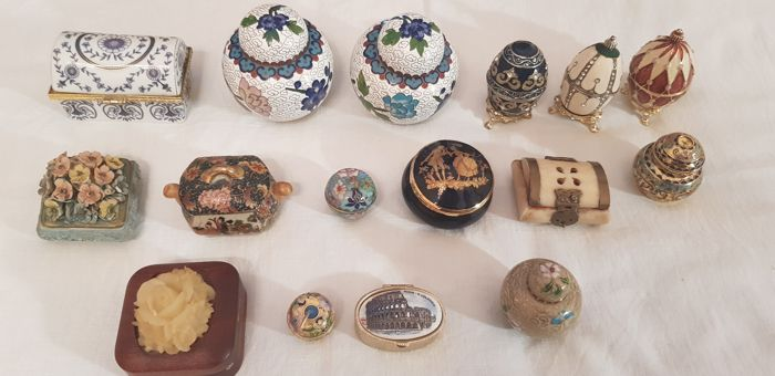 Interesting lot of various boxes of different sizes, shapes and materials - cloisonne, various metals, ceramics, wood (16)