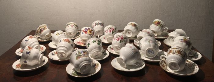 Collection of 20 exclusive English porcelain cups and saucers.