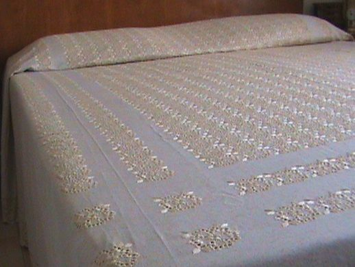 Grandmother's trousseau - ecru linen bedspread with flounces and embroidery - 1970s