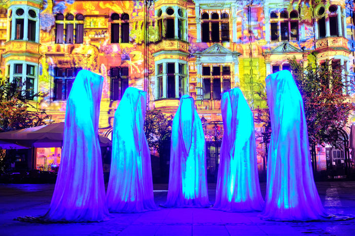 Manfred Kielnhofer - Guardians of Time - 5 light art sculptures