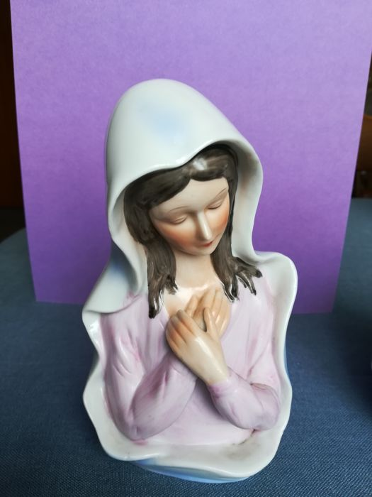 Two earthenware figurines of Mary