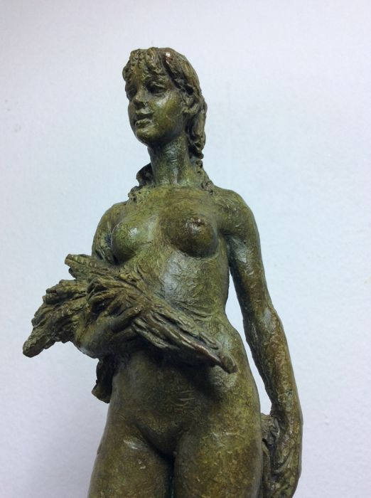 Bronze Romano Cosci (1939–2014) - standing female nude - bronze statue from the 1960s - Italy