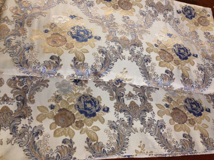 5.40 metres of San Leucio damask fabric with pink and blue roses