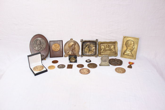 Lot of 20 brass&bronze medals - Europe&asia - 1900-1980