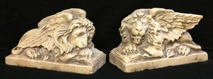 """Gracious Couple of Leoncini of S. Mark, finely crafted - """"The Sleeper and the Watchful"""" - Marble of Istria - 20th century"""