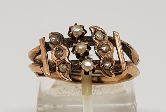 Antique Bourbon ring in gold and pearls, South Italy, early 19th century