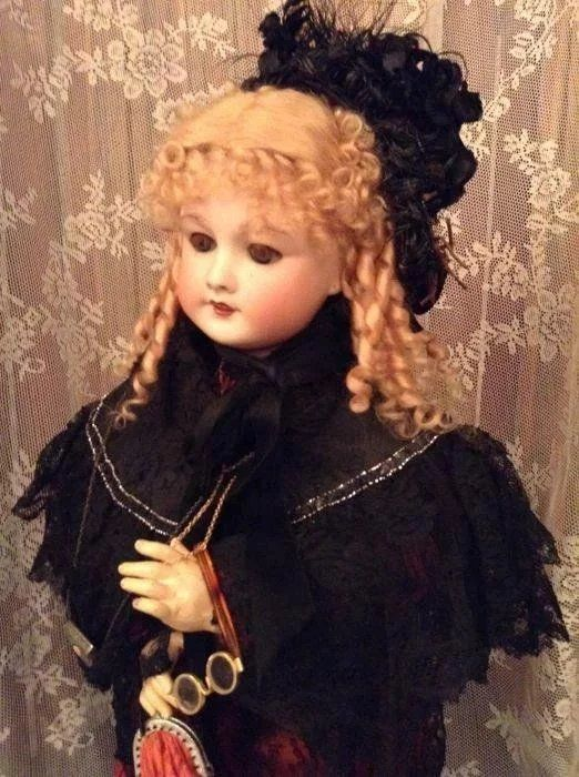 31'' Lovely SFBJ/Jumeau lady doll 301 fully original with a beautiful gown and accessories (ca. 1890/1900)