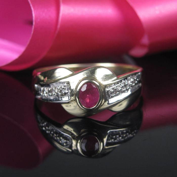 Gold 585 / 14 KT ring with diamond ruby