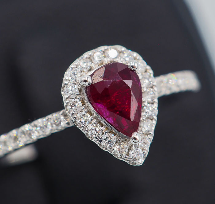 """""""Pigeon Blood"""" Ruby Ring 0.72 ct - 18kt White Gold & White Diamonds *No Reserve"""