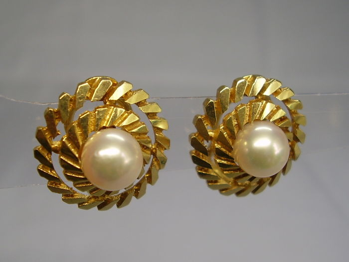 Signed 14 kt yellow gold earrings with genuine, white cultured Akoya pearls 6.5 mm in diameter