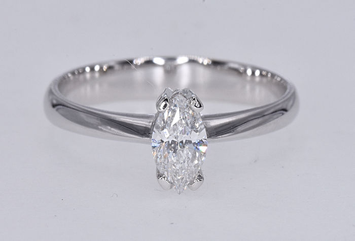 18kt white gold 0.47 Ct Diamond marquise ring - No reserve price