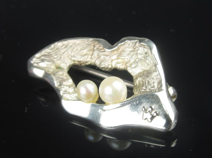 """WILKENS BREMEN"" Modernist silver brooch with pearls"