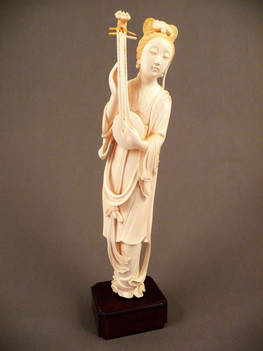 Ivory lady with lute - China, early 20th century