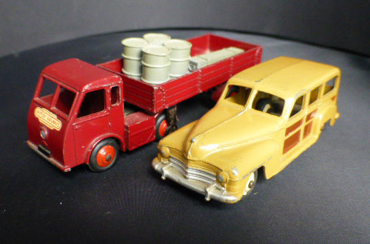 Dinky Toys - 1:43 - Hindle Smart Heleos / 421 and Estate Car / 344