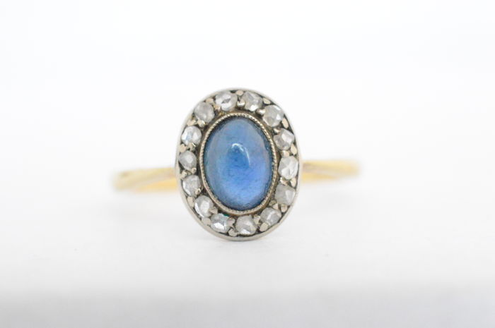 Gold Art Deco entourage ring with sapphire and diamonds