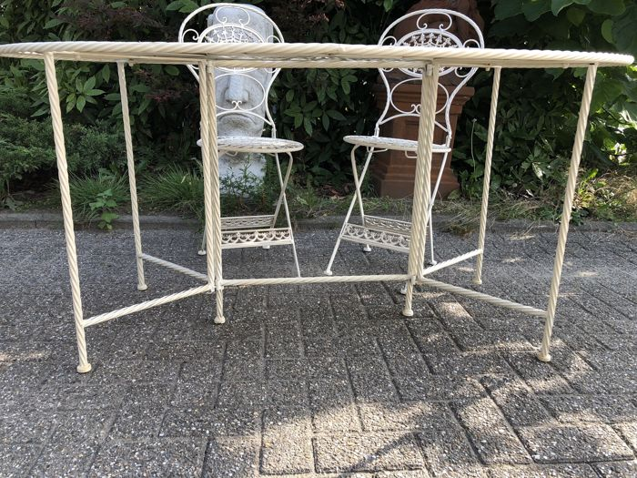 Wrought Iron Garden Furniture Set Consisting Of A Table And 4 Chairs In  Off White   20th Century