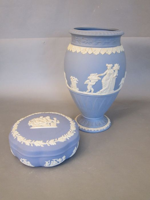 Wedgwood Jasperware Vase And Lidded Box Catawiki