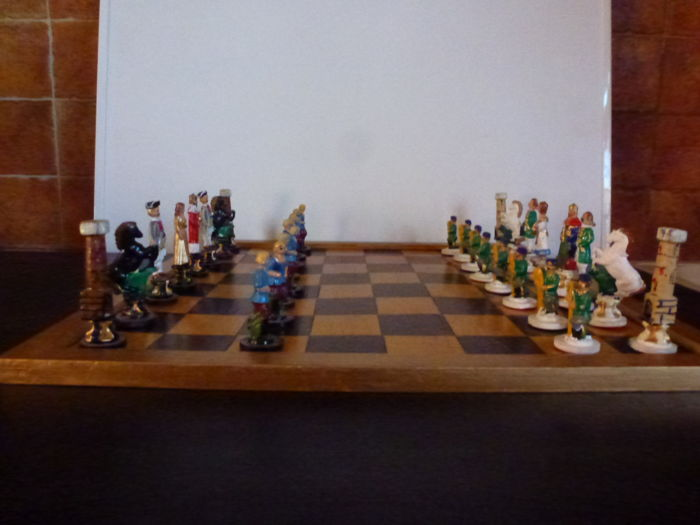 Superb and unique chess game - Pieces in tin - Board in wood