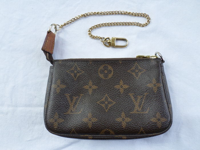 Louis Vuitton - Damier Ebene Mini Pochette Clutch bag - Catawiki 601b63999b90b