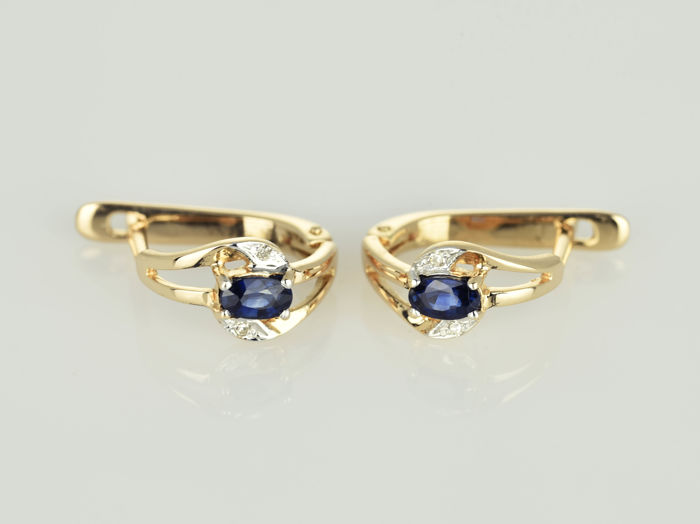 14 kt gold earrings. sapphire; Diamonds. Dimensions: 14 x 7 x 14 mm