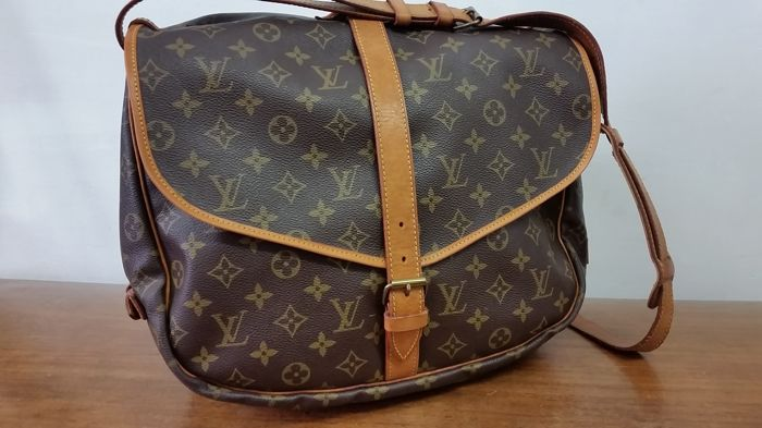 Louis Vuitton - Samur 35 Crossbody bag - Vintage - Catawiki 3b7a998ce7910