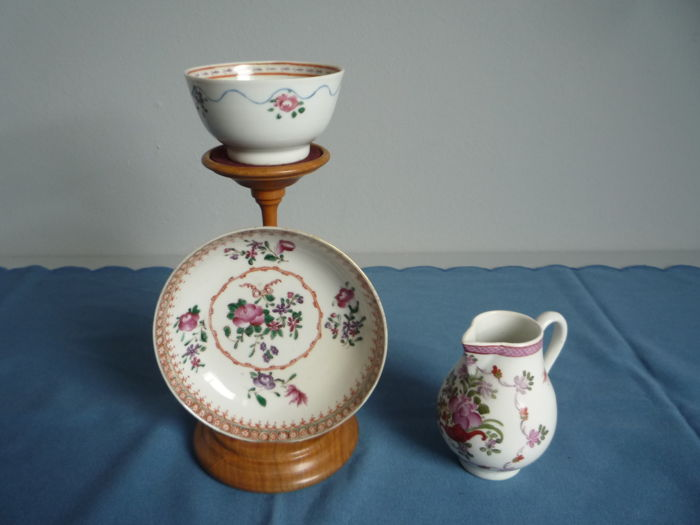 Lowestoft / New Hall - Milk pitcher - Cup and saucer - End of the 18th century