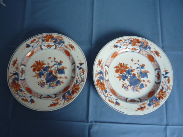 Two Imari dishes - China - 18th century - Kangxi period