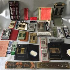 Lot of 19 hand calculators, 1 volvelle and some counting devices.