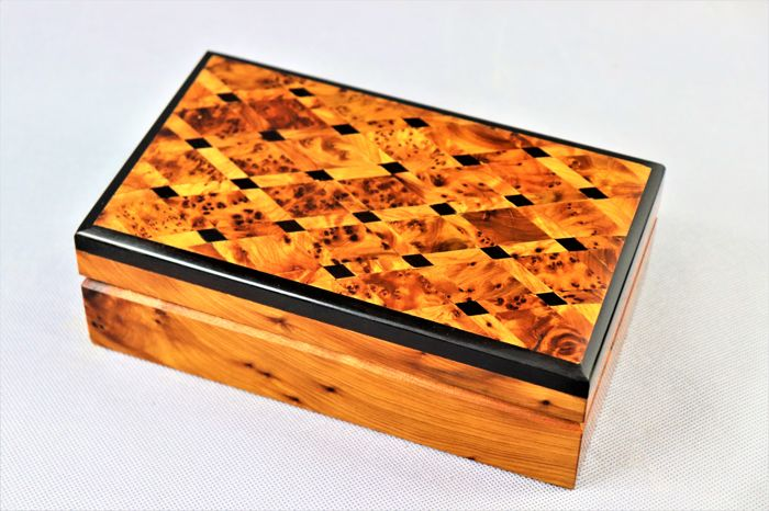 Box, carved and polished by hand in mahogany wood and with inclusions