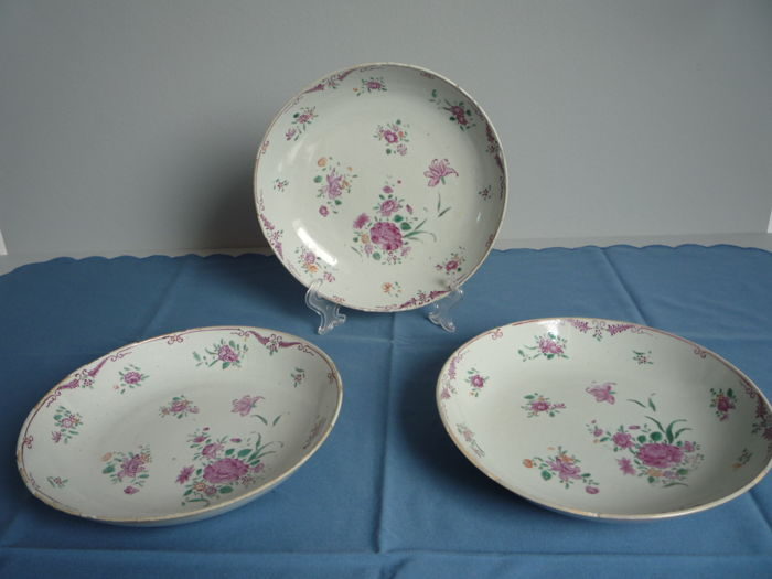 Three Chinese Famille rose dishes - China - 18th century