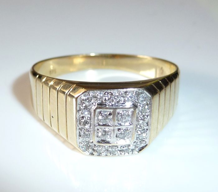 Ring 14 kt / 585 gold with 20 diamonds in brilliant cut set in square pavé 0.40 ct, ring size 66 - adjustable