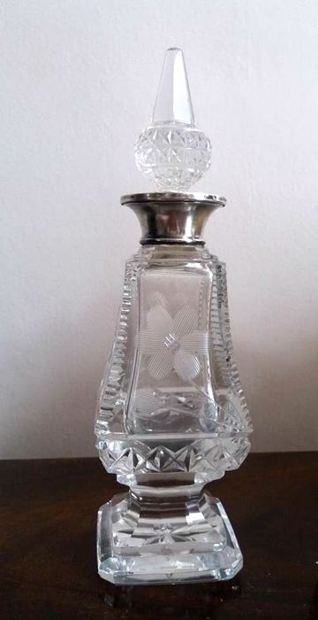 cut crystal Scent Bottle with hallmarked sterling silver collar, W & Co, London, early 20th century