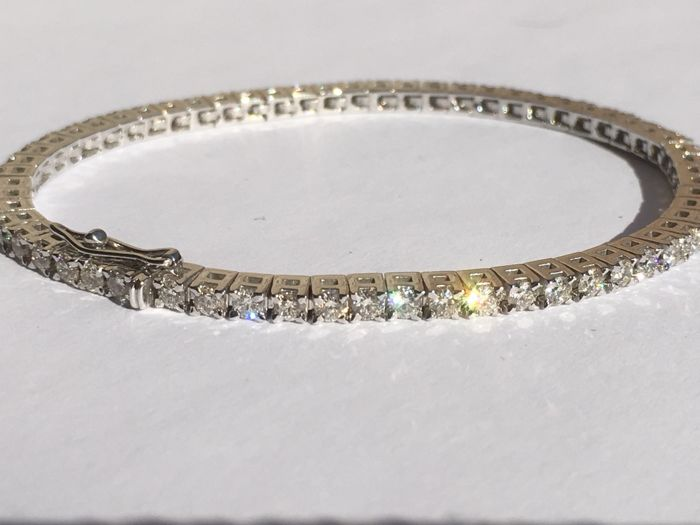 18Ct White Gold Diamond (3.18ct) Tennis Bracelet. 17.5 cm