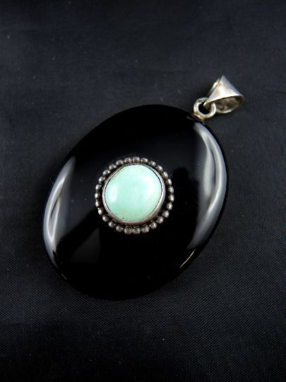Opening pendant in silver, turquoise and onyx - 19th century