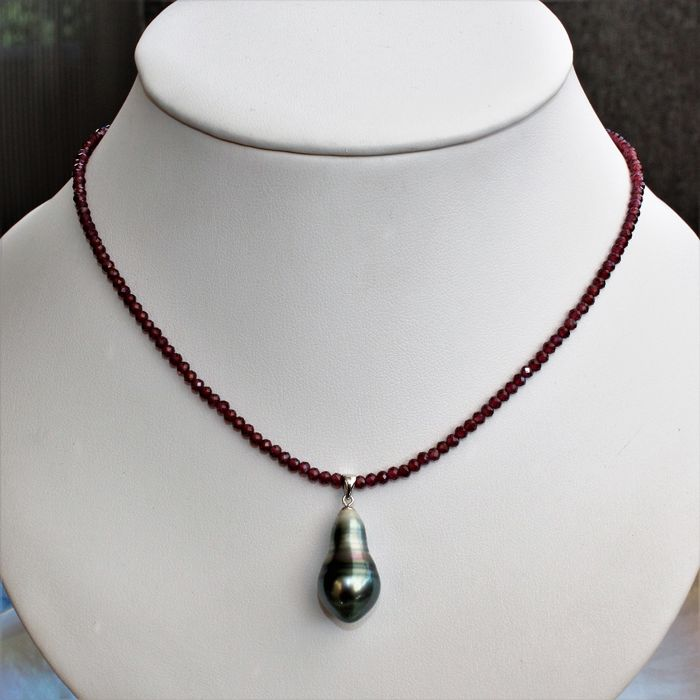 Necklace with facetted garnets and a cultured Tahiti drop pearl, diameter from 12.5 to 22 mm #NO RESERVE PRICE#