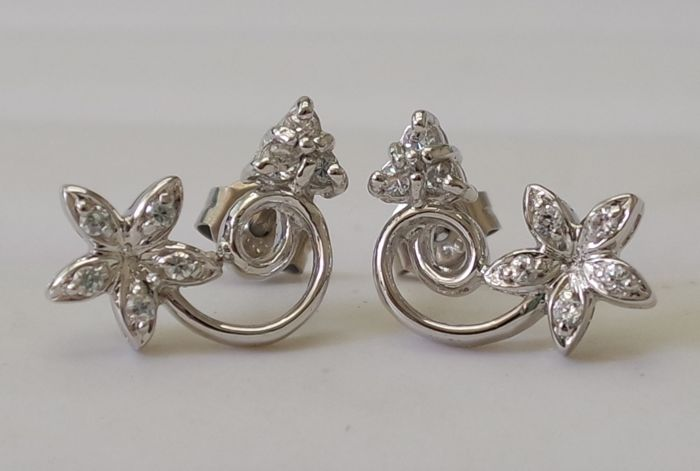 18KT White Gold Earrings with 0.145ct diamonds; dimension each 9.5 x 14 mm