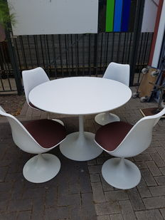 Including: Arkana - Dining table with 4 matching chairs