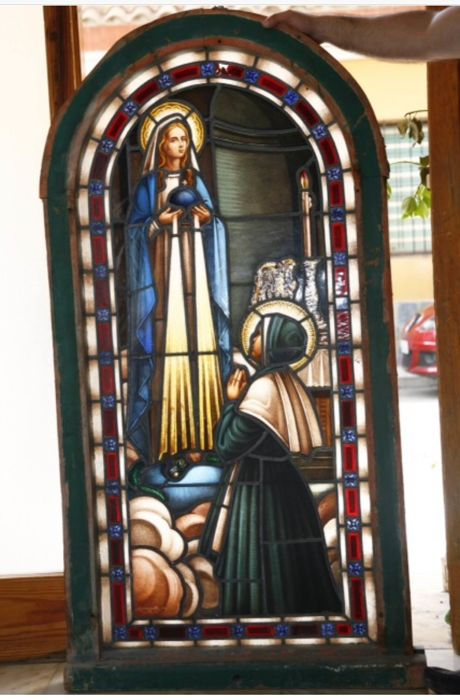 Virgin with woman on her knees - High quality stained glass window - 19th century