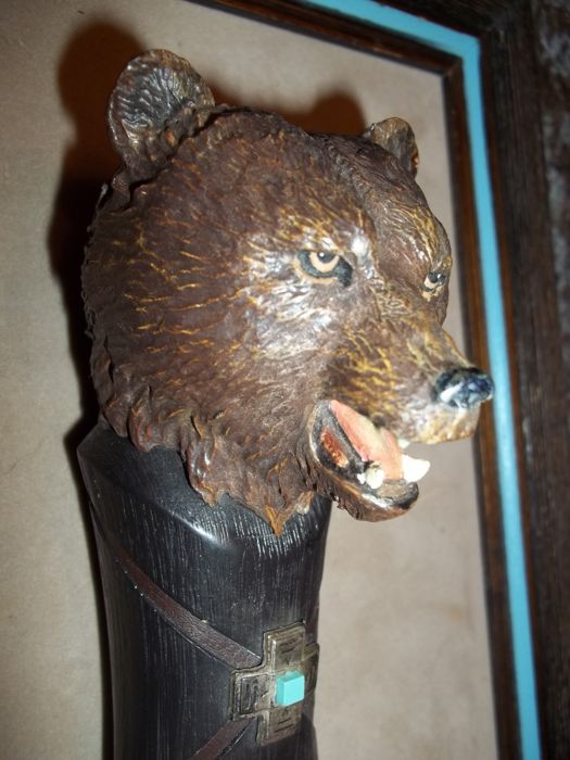 Franklin Mint The Crow Bear Knife With A Wooden Wall Display In