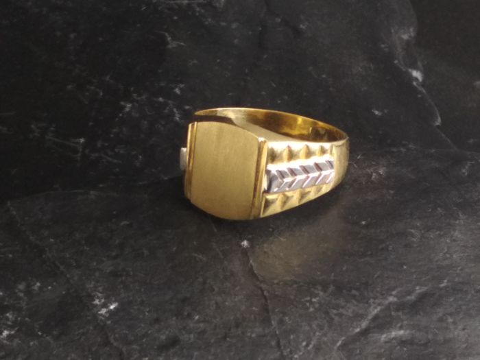 Gentlemen ring gold 18 kt,. weight 6.5 g gold (750/1000), size 24 tatum
