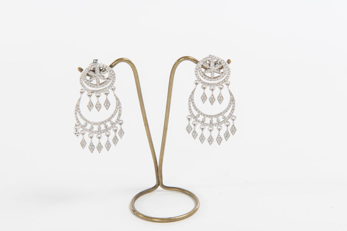 Women's earrings in 18 kt white gold and brilliant cut diamonds, 1.17 ct, colour G VVS1 Entirely hand-crafted by Italian artisans