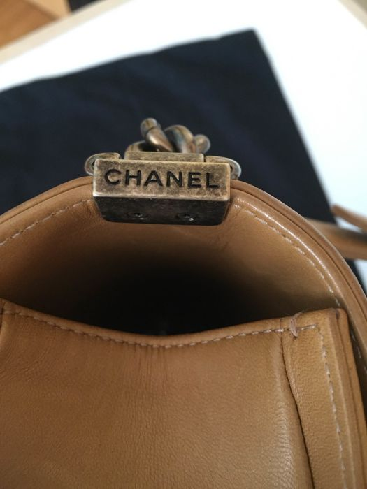 4c1daf5398ed Chanel - Tweed Boy camel Shoulder bag - Catawiki