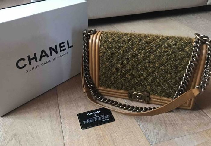 455f76bc46a5d2 Chanel - Tweed Boy camel Shoulder bag - Catawiki